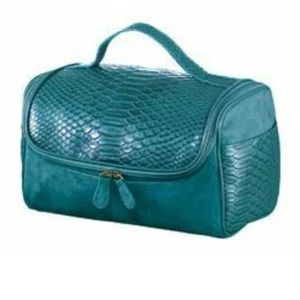 NWT Avon Make Up Beauty Case - Turquoise